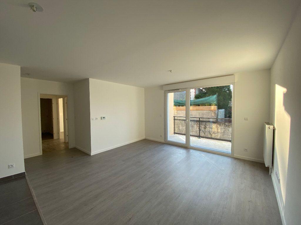 Appartement à louer 3 60.8m2 à Saint-Jean-de-Braye vignette-1