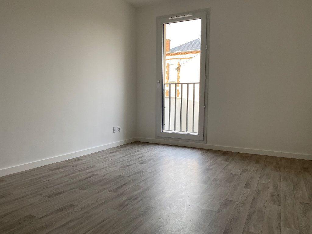 Appartement à louer 3 60.8m2 à Saint-Jean-de-Braye vignette-4
