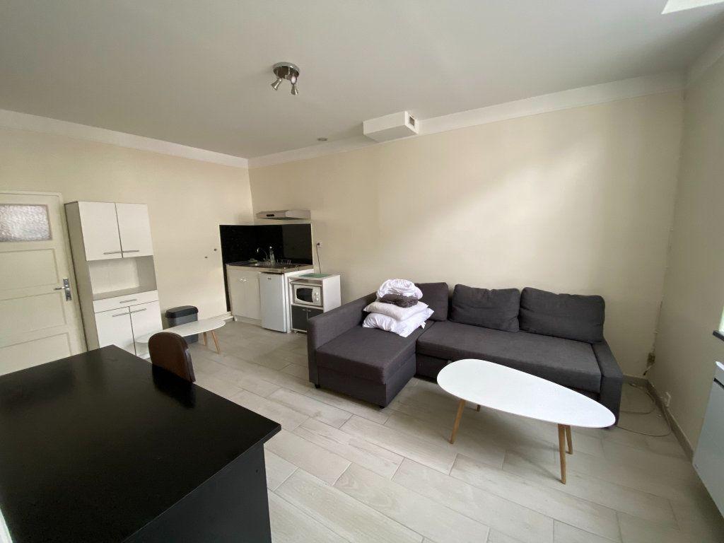 Appartement à louer 1 25m2 à Orléans vignette-2