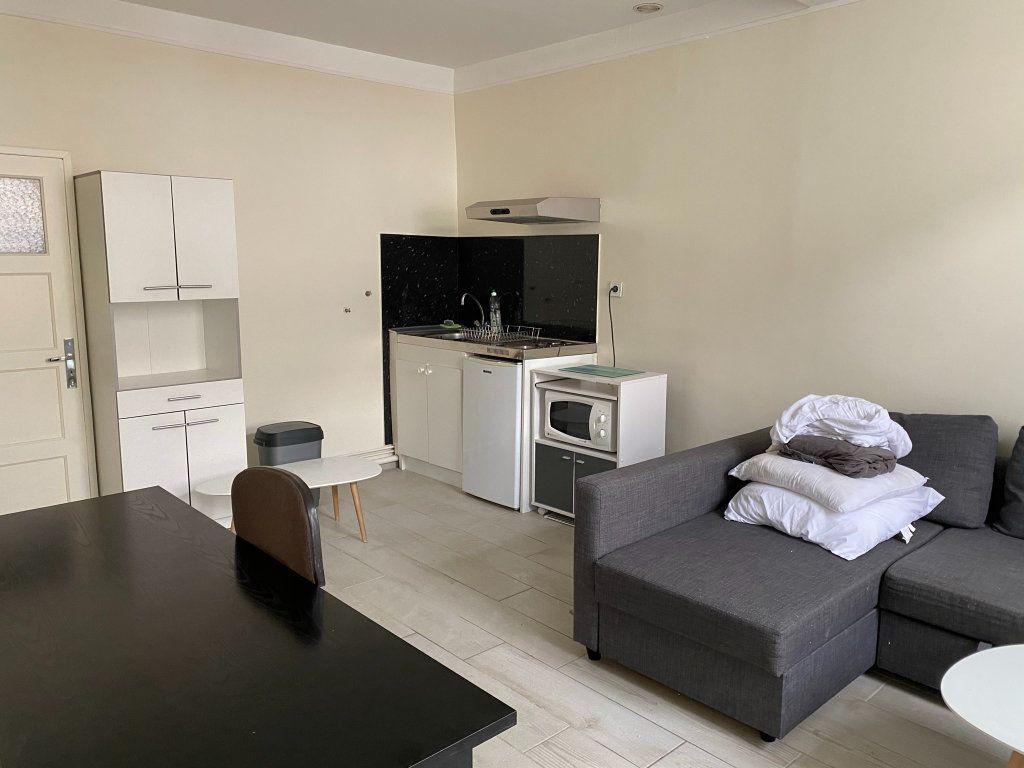 Appartement à louer 1 25m2 à Orléans vignette-3