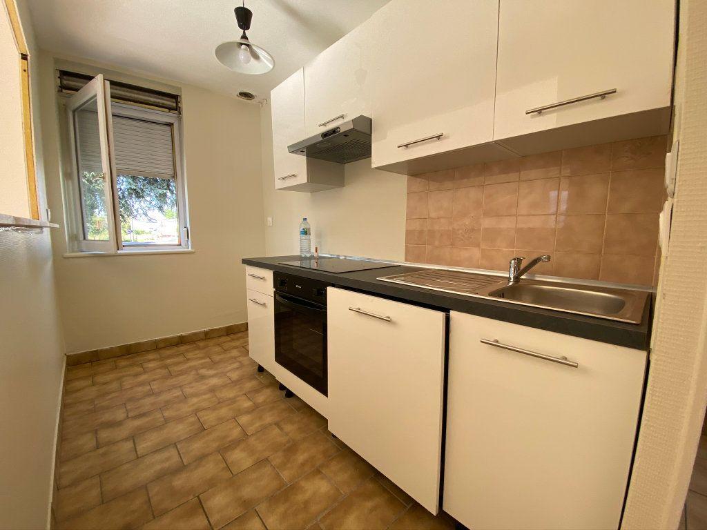 Appartement à louer 3 50m2 à Châteauneuf-sur-Loire vignette-1