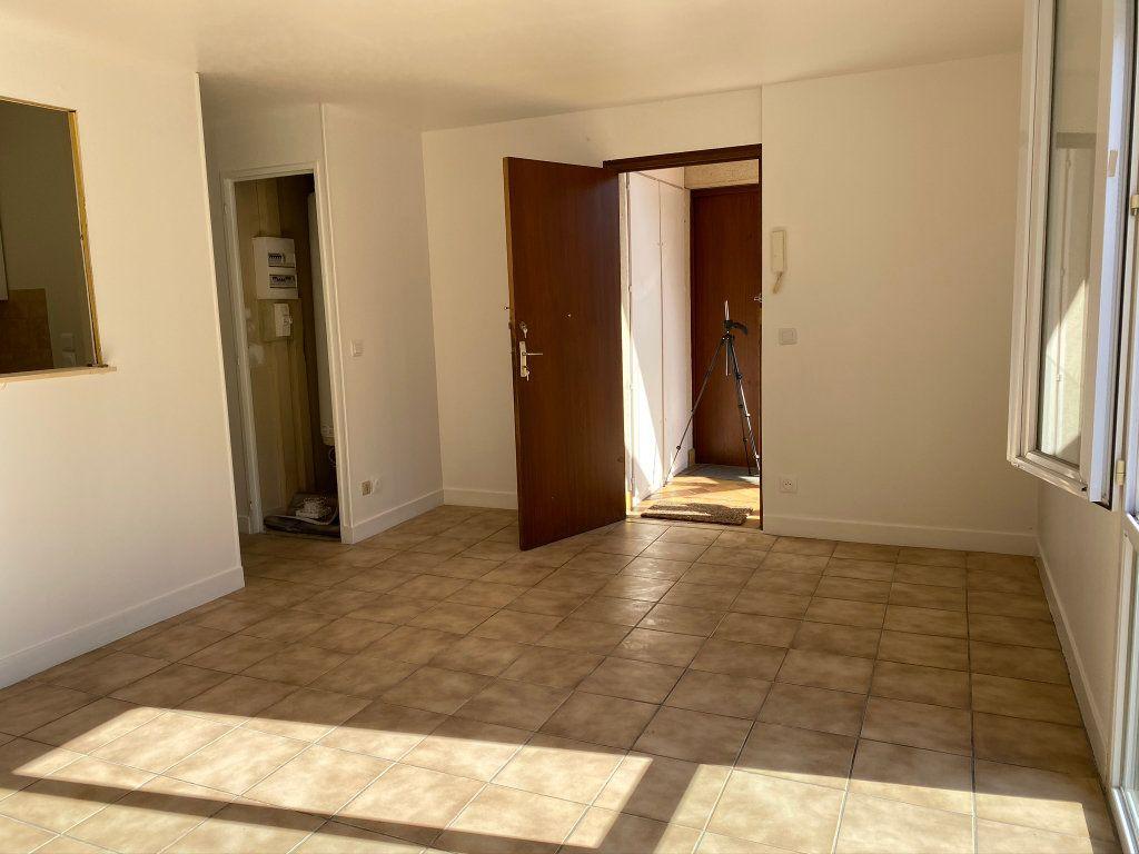 Appartement à louer 3 50m2 à Châteauneuf-sur-Loire vignette-4