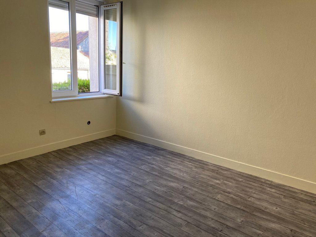 Appartement à louer 3 50m2 à Châteauneuf-sur-Loire vignette-5