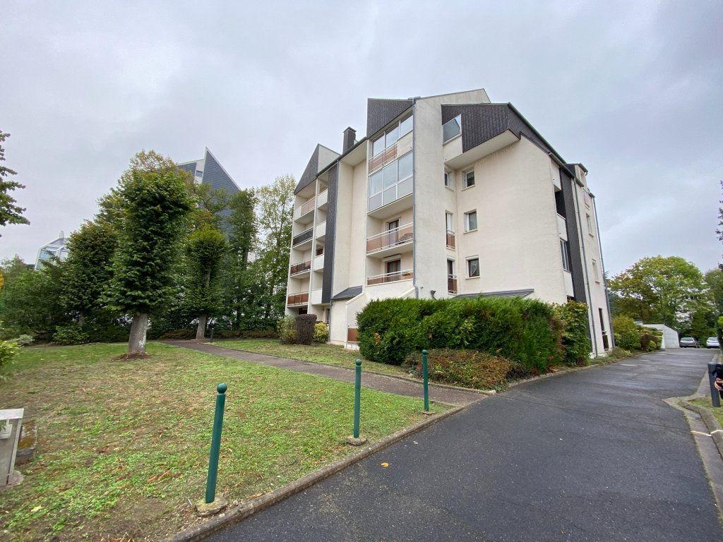 Appartement à louer 2 29.85m2 à Orléans vignette-1