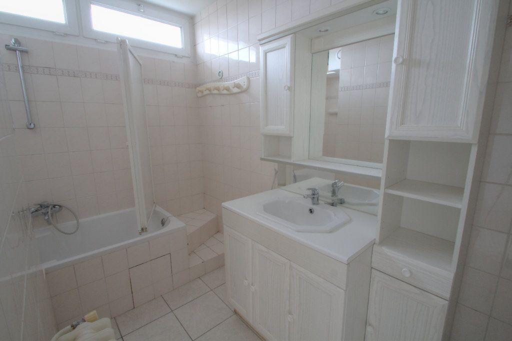 Appartement à vendre 3 57m2 à Saint-Jean-de-la-Ruelle vignette-3