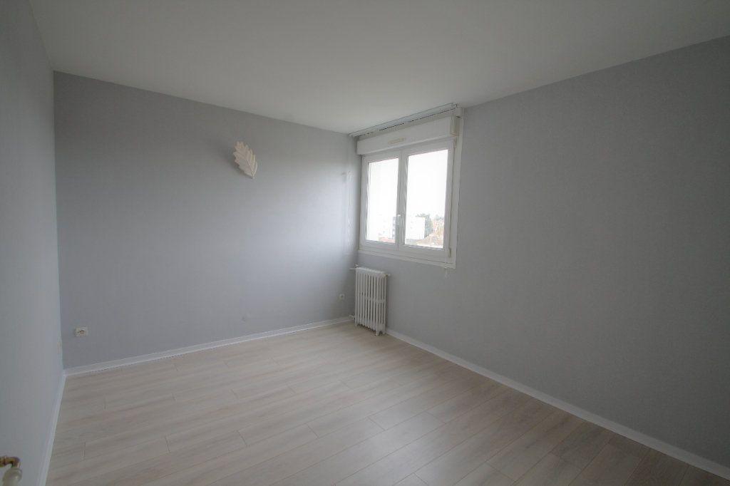 Appartement à vendre 3 57m2 à Saint-Jean-de-la-Ruelle vignette-4