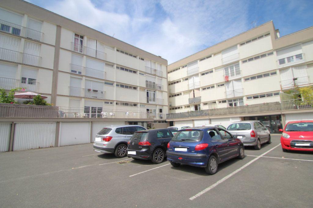Appartement à vendre 3 57m2 à Saint-Jean-de-la-Ruelle vignette-6