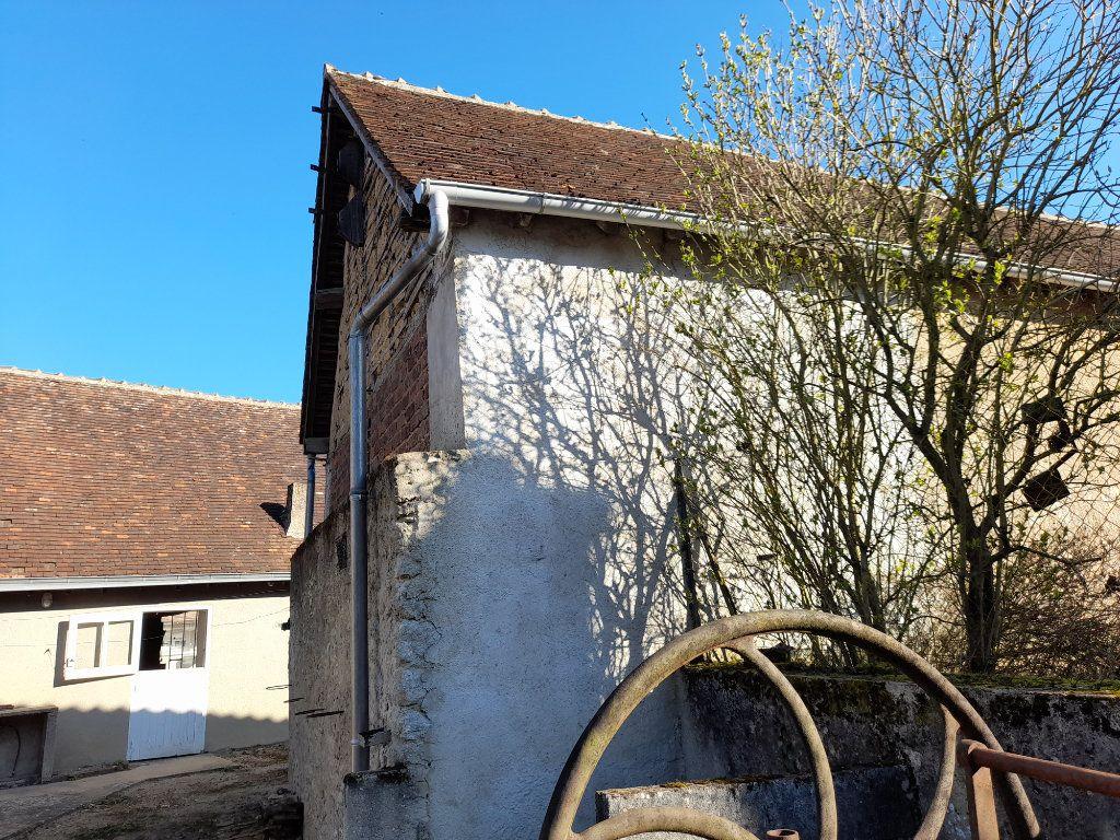 Maison à vendre 4 95m2 à Romilly-sur-Aigre vignette-1
