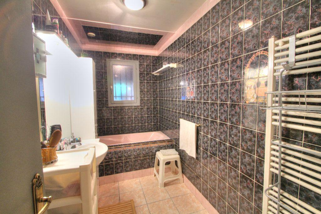 Maison à vendre 6 120m2 à Saint-Jean-de-la-Ruelle vignette-10