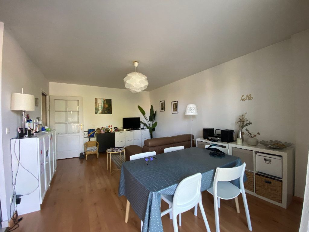 Appartement à louer 3 58.5m2 à Orléans vignette-2