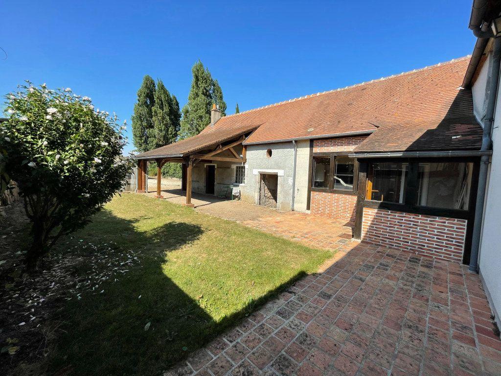 Maison à louer 4 115m2 à Saint-Hilaire-Saint-Mesmin vignette-1