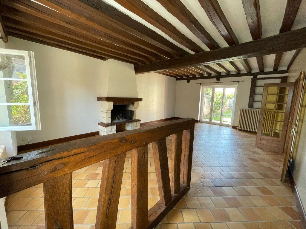 Maison à louer 4 115m2 à Saint-Hilaire-Saint-Mesmin vignette-3