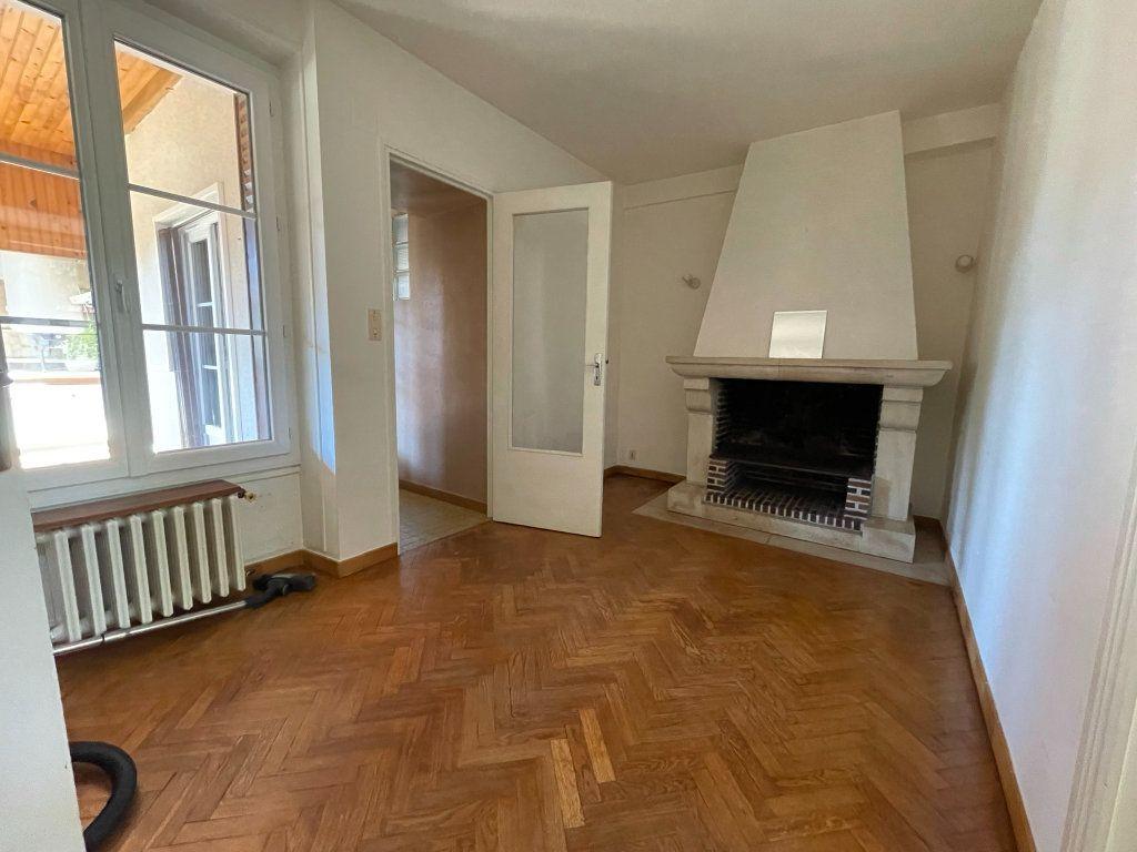Maison à louer 4 115m2 à Saint-Hilaire-Saint-Mesmin vignette-6