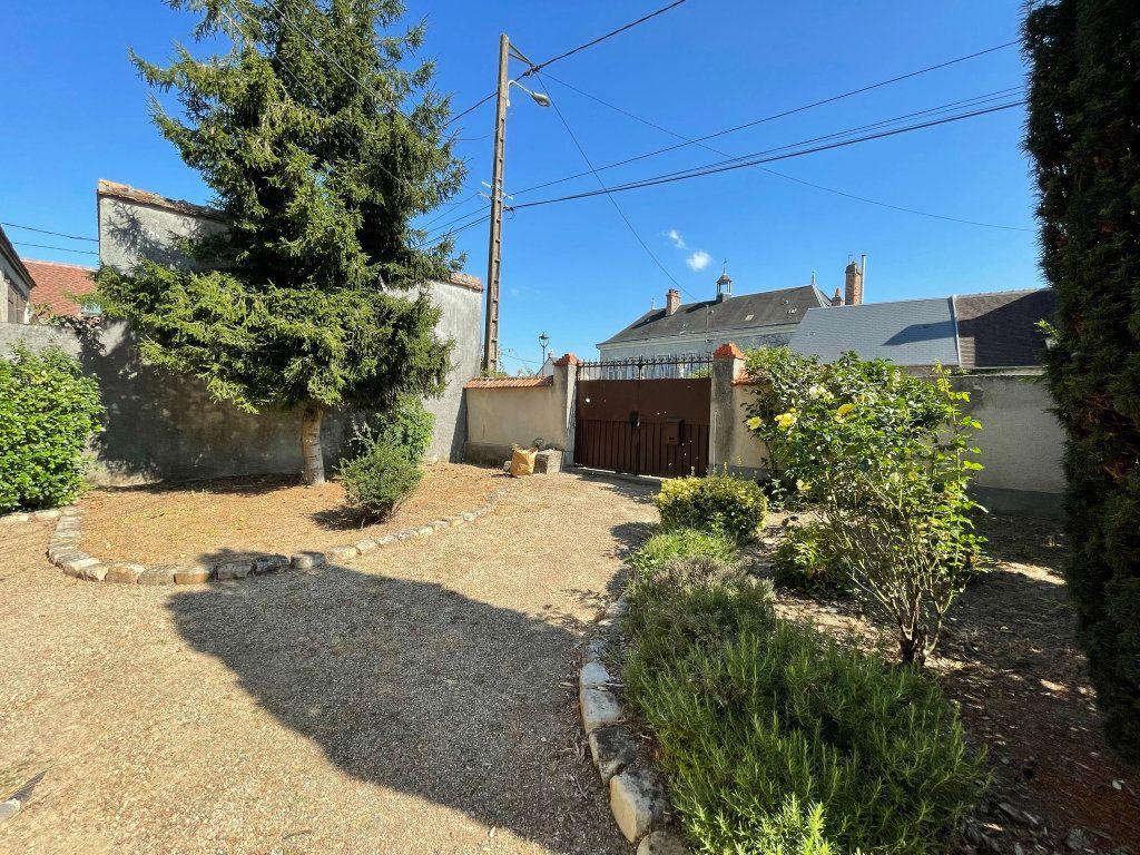 Maison à louer 4 115m2 à Saint-Hilaire-Saint-Mesmin vignette-15
