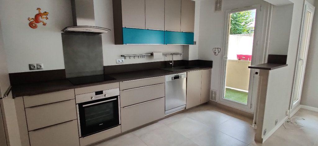 Appartement à louer 3 54.94m2 à Saint-Maur-des-Fossés vignette-1