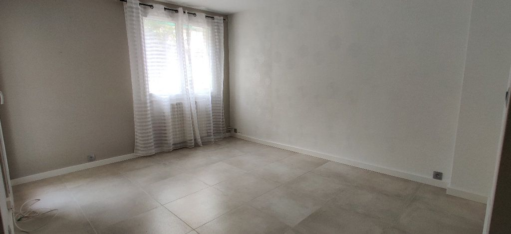 Appartement à louer 3 54.94m2 à Saint-Maur-des-Fossés vignette-2
