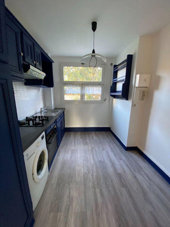 Appartement à louer 3 55.59m2 à Saint-Maur-des-Fossés vignette-3