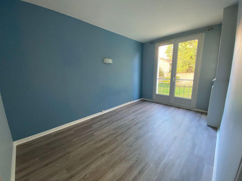 Appartement à louer 3 55.59m2 à Saint-Maur-des-Fossés vignette-4