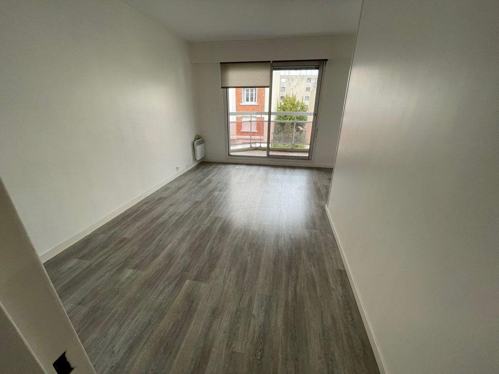 Appartement à louer 2 42m2 à Courbevoie vignette-2