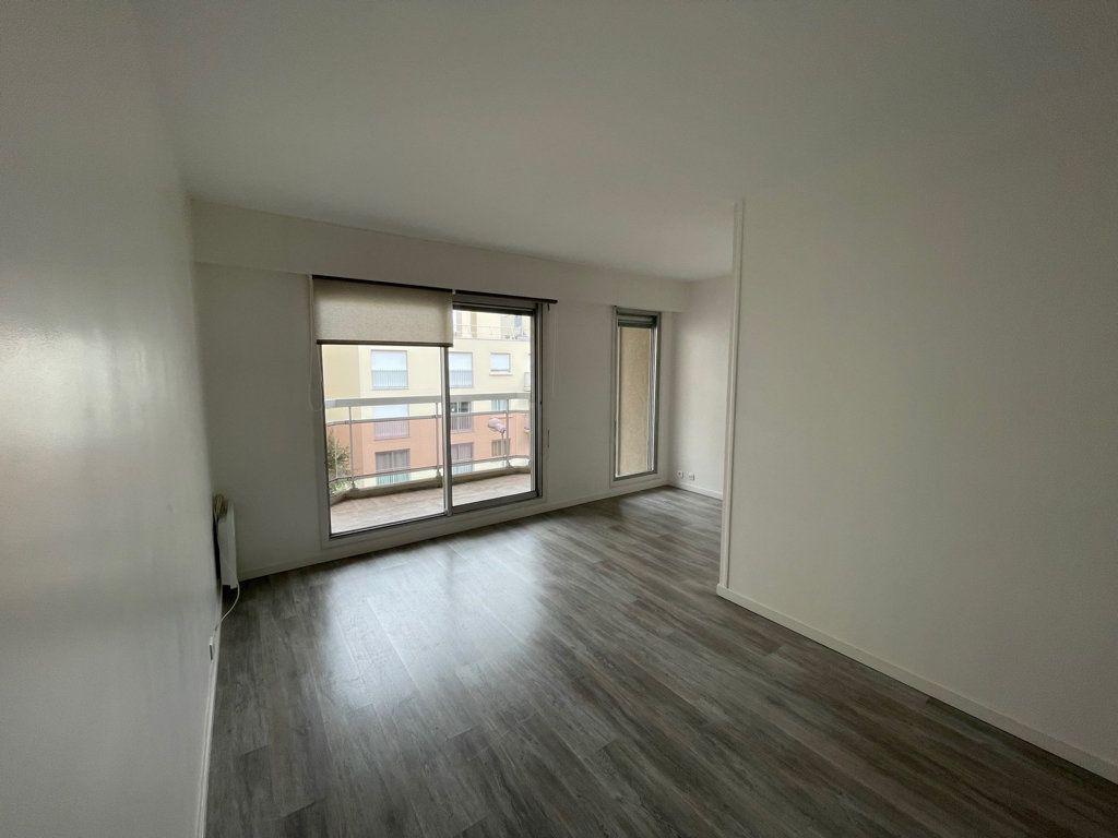 Appartement à louer 2 42m2 à Courbevoie vignette-3