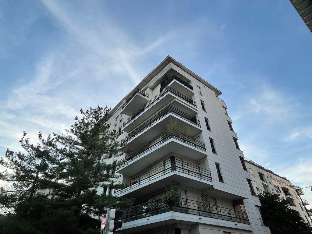Appartement à louer 2 39.9m2 à Courbevoie vignette-1