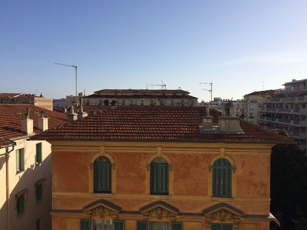 Appartement à louer 2 53.21m2 à Nice vignette-1