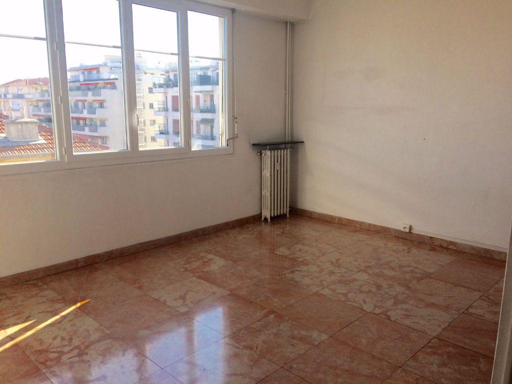 Appartement à louer 2 53.21m2 à Nice vignette-4