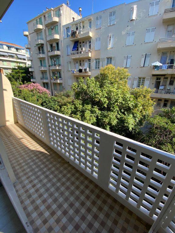 Appartement à louer 1 26.55m2 à Nice vignette-1