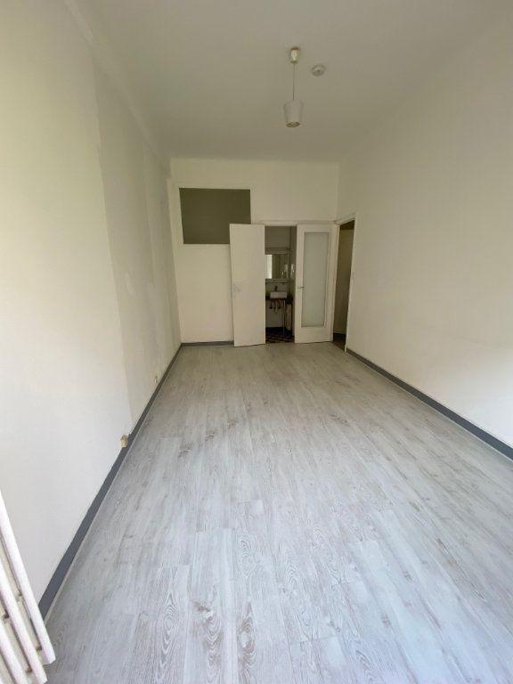 Appartement à louer 1 26.55m2 à Nice vignette-3