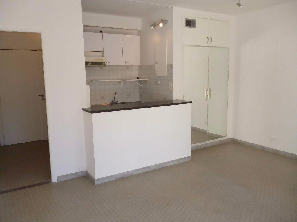Appartement à louer 1 29.04m2 à Nice vignette-3