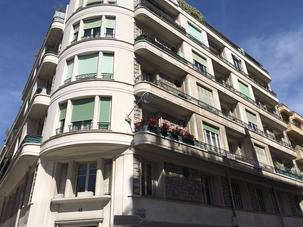 Appartement à louer 1 30.06m2 à Nice vignette-6