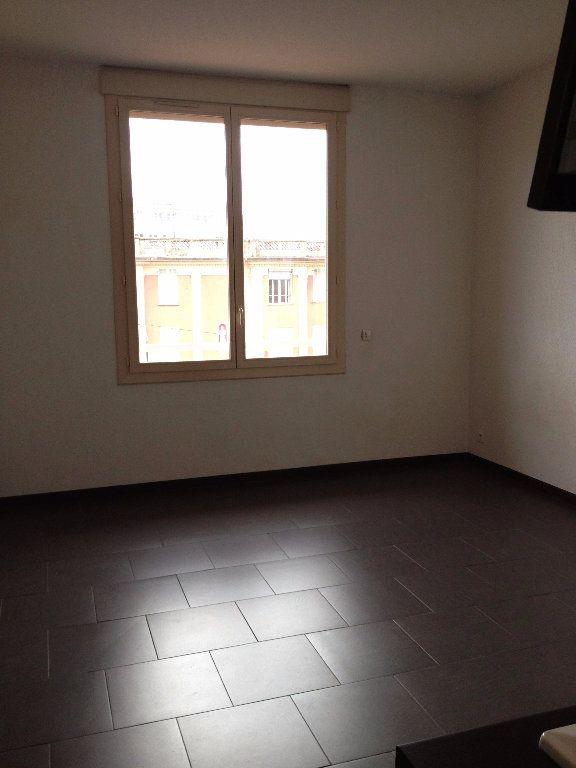 Appartement à louer 1 23.85m2 à Nice vignette-3