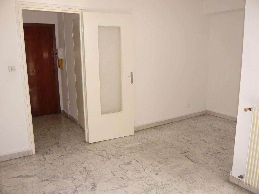 Appartement à louer 1 24.72m2 à Nice vignette-3