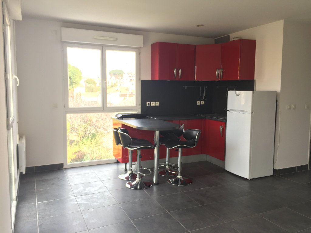 Appartement à louer 1 29.89m2 à Cagnes-sur-Mer vignette-1