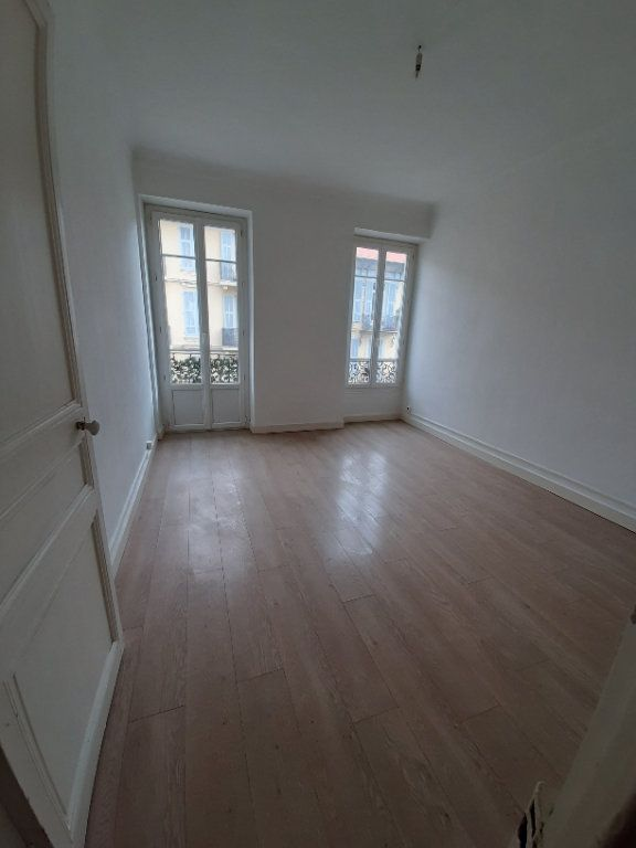 Appartement à louer 2 47.47m2 à Nice vignette-1