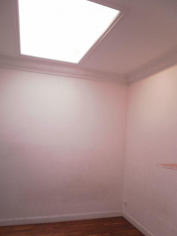 Appartement à louer 1 29.9m2 à Nice vignette-4