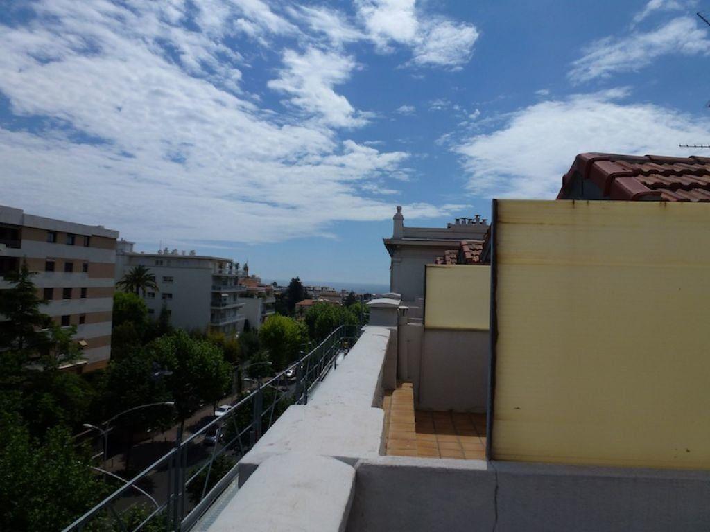 Appartement à louer 1 14.8m2 à Nice vignette-1
