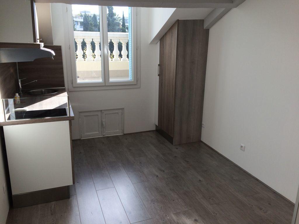 Appartement à louer 1 14.8m2 à Nice vignette-3
