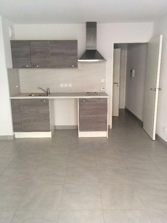 Appartement à louer 1 25.5m2 à Nice vignette-2