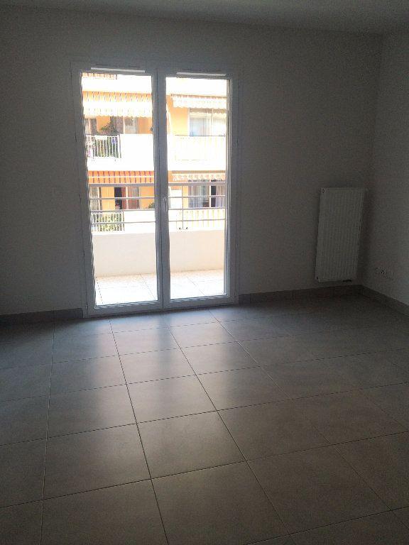 Appartement à louer 1 25.5m2 à Nice vignette-3