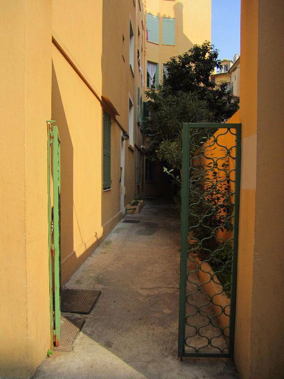 Appartement à louer 1 11m2 à Nice vignette-6