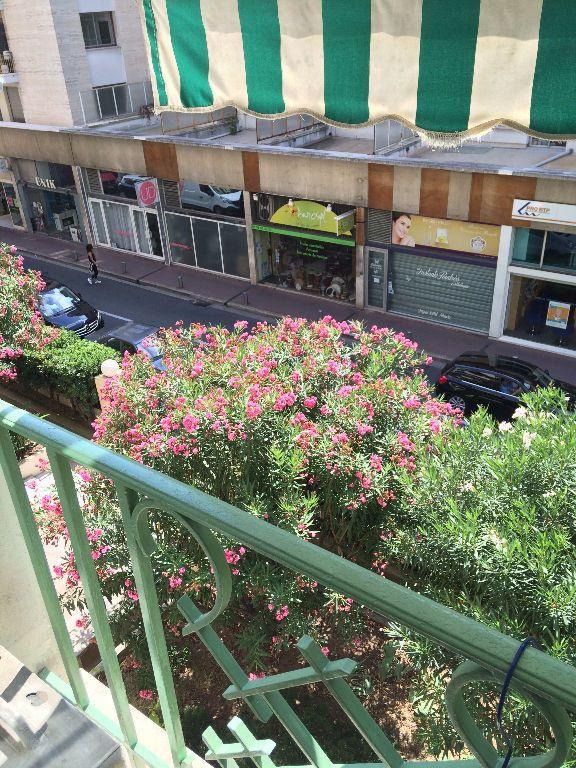 Appartement à louer 1 33.4m2 à Nice vignette-8