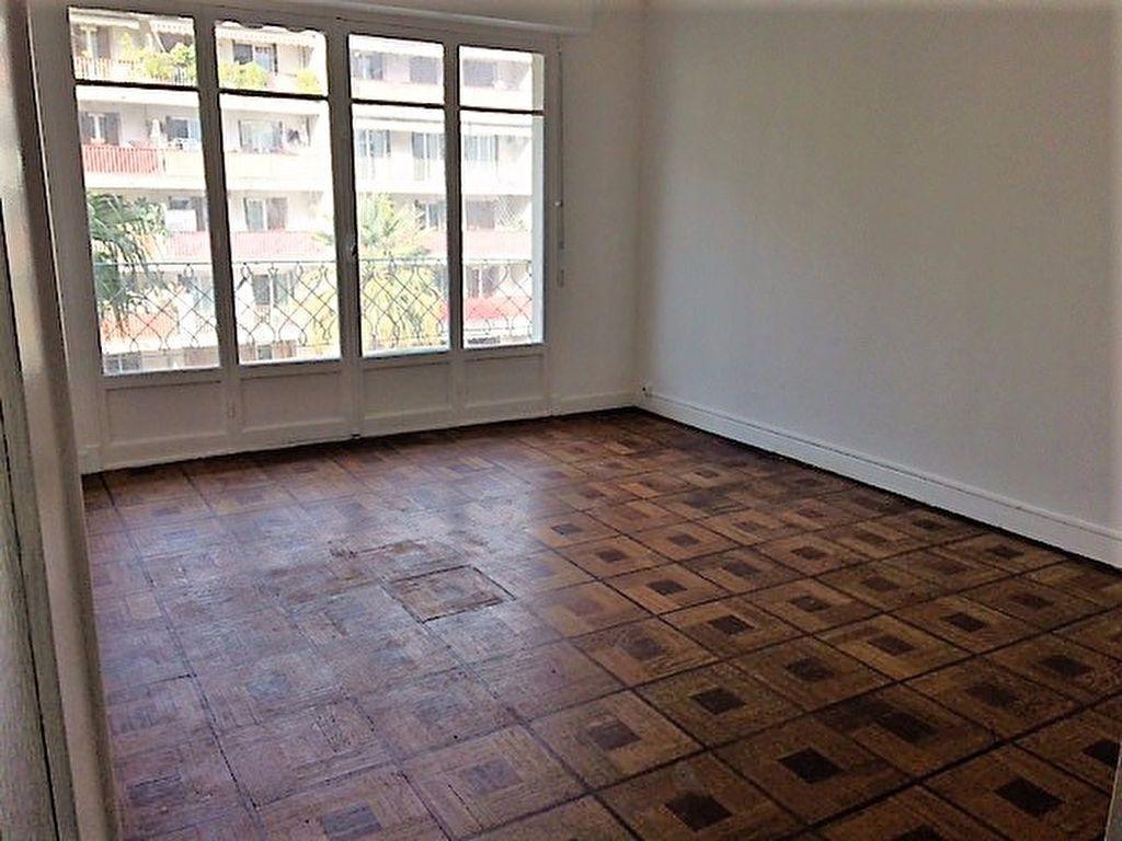 Appartement à louer 2 52.19m2 à Nice vignette-2