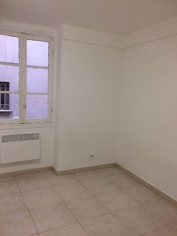 Appartement à louer 1 13.2m2 à Nice vignette-1