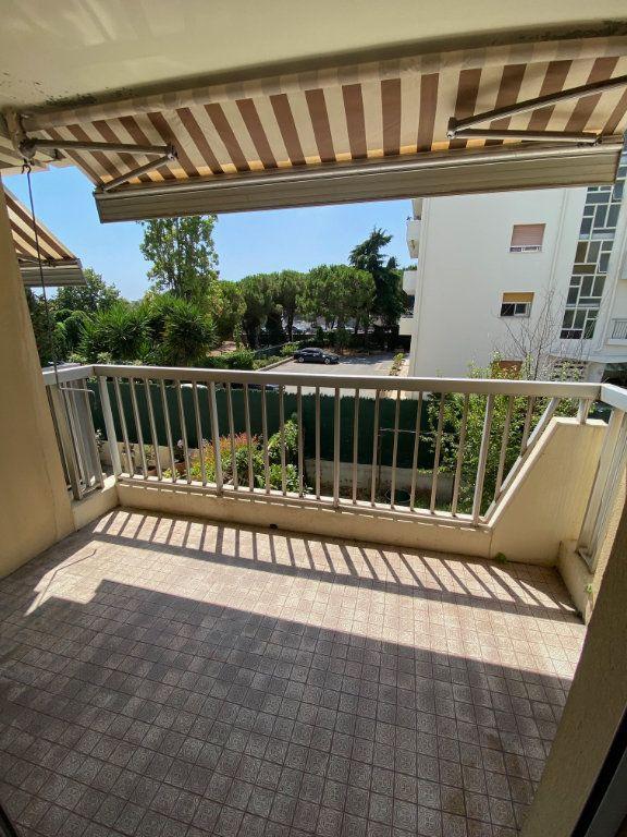 Appartement à louer 3 54.89m2 à Nice vignette-1
