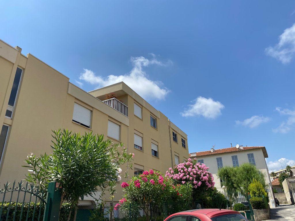 Appartement à louer 3 54.89m2 à Nice vignette-9