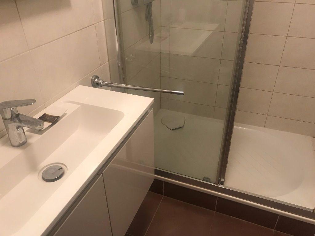 Appartement à louer 3 83.07m2 à Nice vignette-6