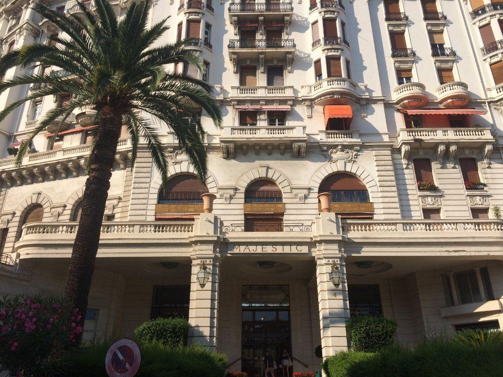 Appartement à louer 3 62.58m2 à Nice vignette-1