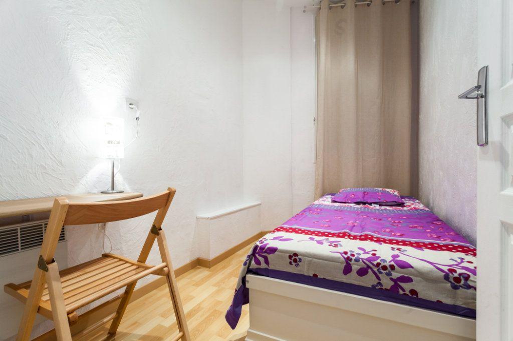 Appartement à louer 3 62.58m2 à Nice vignette-4