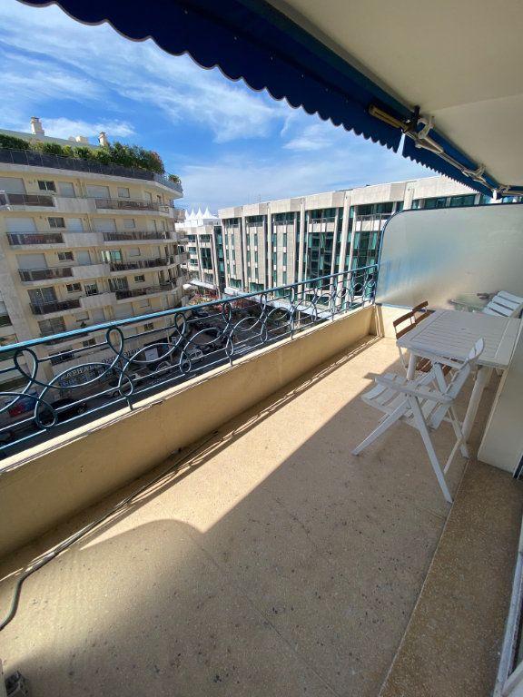Appartement à louer 1 26.9m2 à Cannes vignette-1
